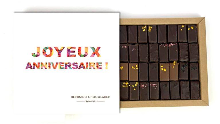 Coffret 32 chocolats pralinés joyeux anniversaire